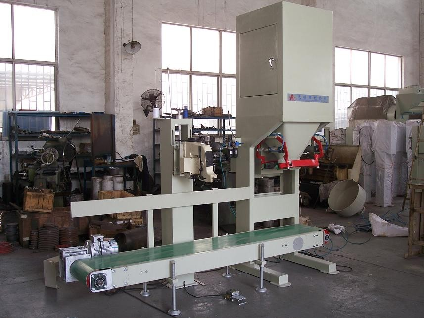Horizontal Fertilizer Packing Machine , Automatic Weighing And Bagging Equipment